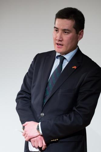 Konsul Azamat Almakunov