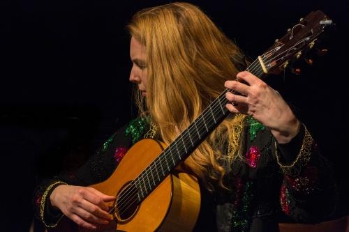 Heike Matthiesen an der Gitarre 1