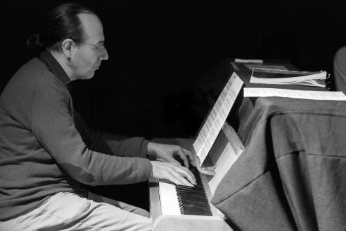 Manuel Mendez am Klavier