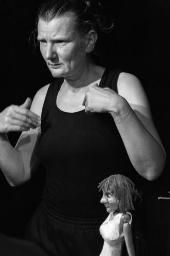 Christiane Klatt mit Puppe