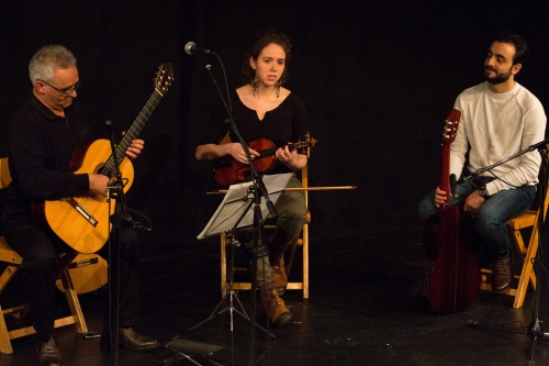 Sadegh Moazzen - Gitarre, Irina Rath - Violine, Eiad Eissa - Gitarre