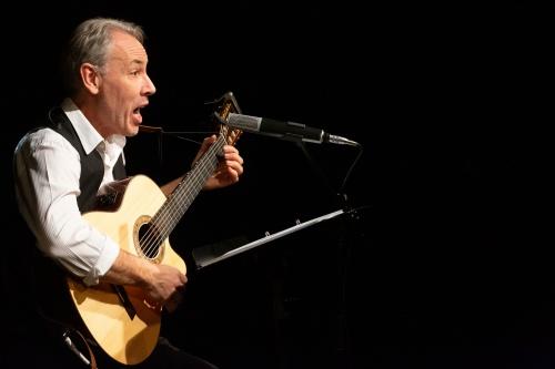 Philippe Huguet, Gesang und Gitarre-2