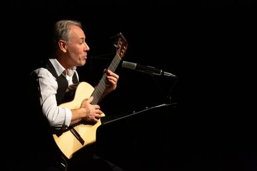 Philippe Huguet, Gesang und Gitarre-3