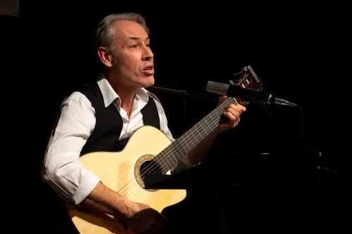 Philippe Huguet, Gesang und Gitarre-5