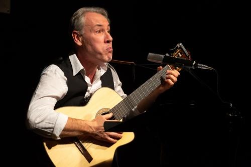 Philippe Huguet, Gesang und Gitarre-6