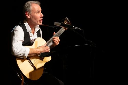 Philippe Huguet, Gesang und Gitarre-7