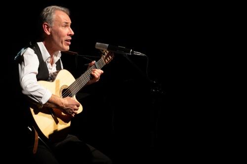 Philippe Huguet, Gesang und Gitarre-8