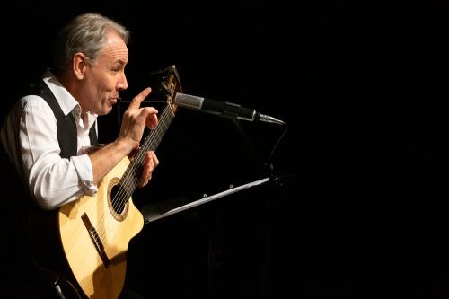 Philippe Huguet, Gesang und Gitarre