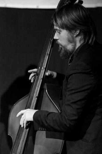Leon Lissner - Bass