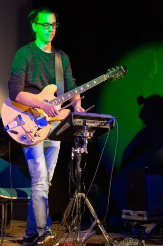 Sebastian Bender Gitarre und Schlagzeug
