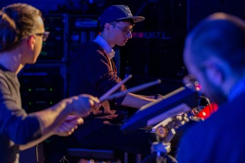 Session- Sebastian Bender Schlagzeug, Sascha Schirrmacher Klavier und Finn Holitzka Gitarre