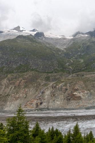 Blick ueber den Auslaeufer des Aletschgletschers