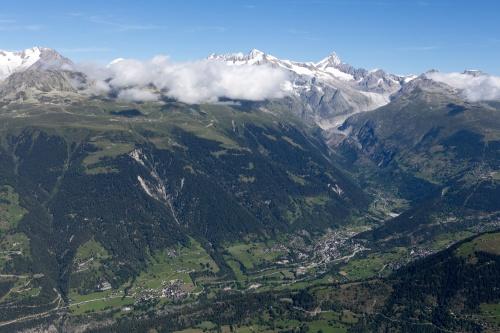 Rotten-(Rhone)Tal mit Berner Alpen