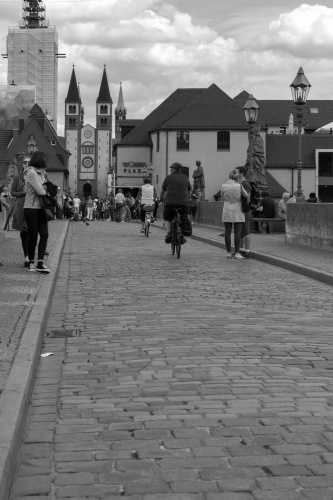 Blick v.d. Alten Mainbruecke zum Wuerzburger Dom