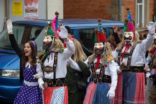 Masken mit Hut und Langhaar