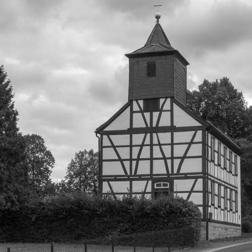 Fachwerk-Kirche in Weimarschmieden