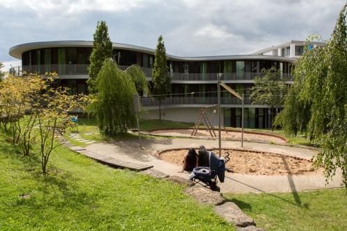 Spielplatz und Kinderklinik