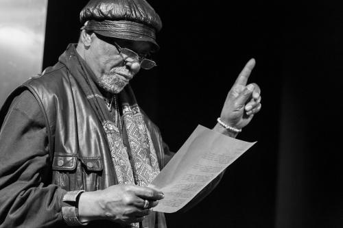Muepu Muamba liest ein eigenes Gedicht