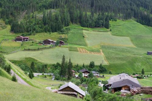 Landschaft mit Heu