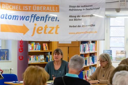 Regina Hagen Referentin und Brigitte Bach-Grass Moderation
